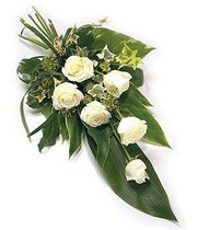 6-rose-tied-sheaf-funeral-flowers-tribute-funeral-delivered-strood-rochester-medway