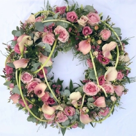 rose-calla-lily-funeral-wreath-ring-circle-of-life-flowers-tribute-delivery-strood-rochester-medway-kent