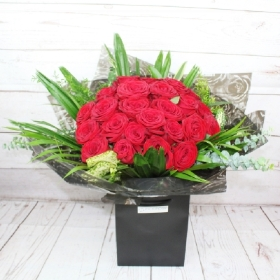 24-two-dozen-red-roses-flower-handtie-bouquet-delivered-strood-rochester-kent