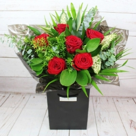 six-half-a-dozen-red-roses-handtie-bouquet-flowers-strood-rochester-medway