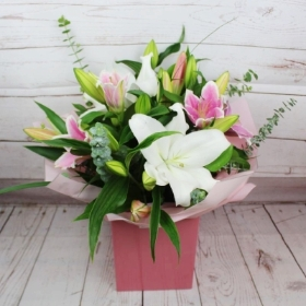 white-pink-lilies-handtie-bouquet-flowers-delivered-strood-rochester-medway