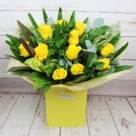 12-dozen-yellow-roses-handtie-bouquet-flowers-delivery-strood-rochester-medway-kent