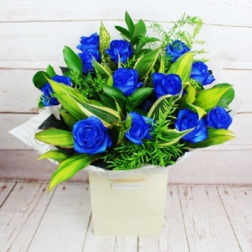 midnight-wonder-handtie-bouquet-blue-roses-delivery-flowers-strood-rochester-medway-kent-pick-a-posy